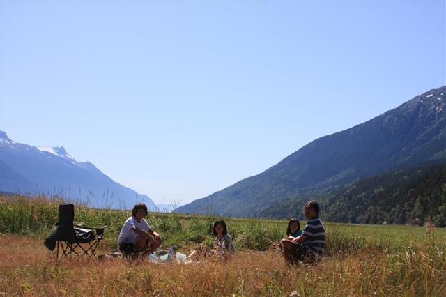 Picnic... Trying so attract bears