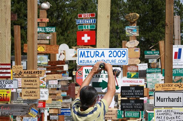 sign-post-forest-26_